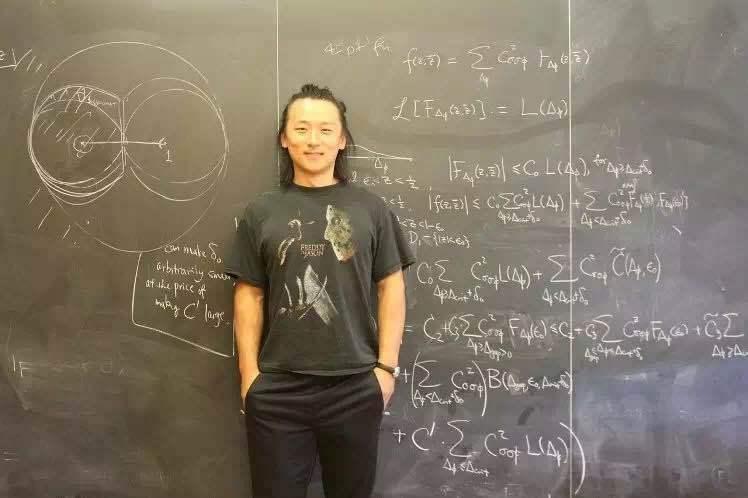 13岁上大学被国人嘲讽,如今是哈佛最年轻正教授