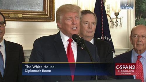 特朗普签署行政备忘录 指示对中国发起贸易调查