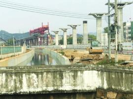 从化已建起14号线高架桥桥墩 神岗站疑被危险源包围