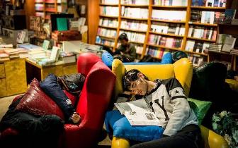 澳大利亚留学生遇租房难 无奈选择图书馆过夜