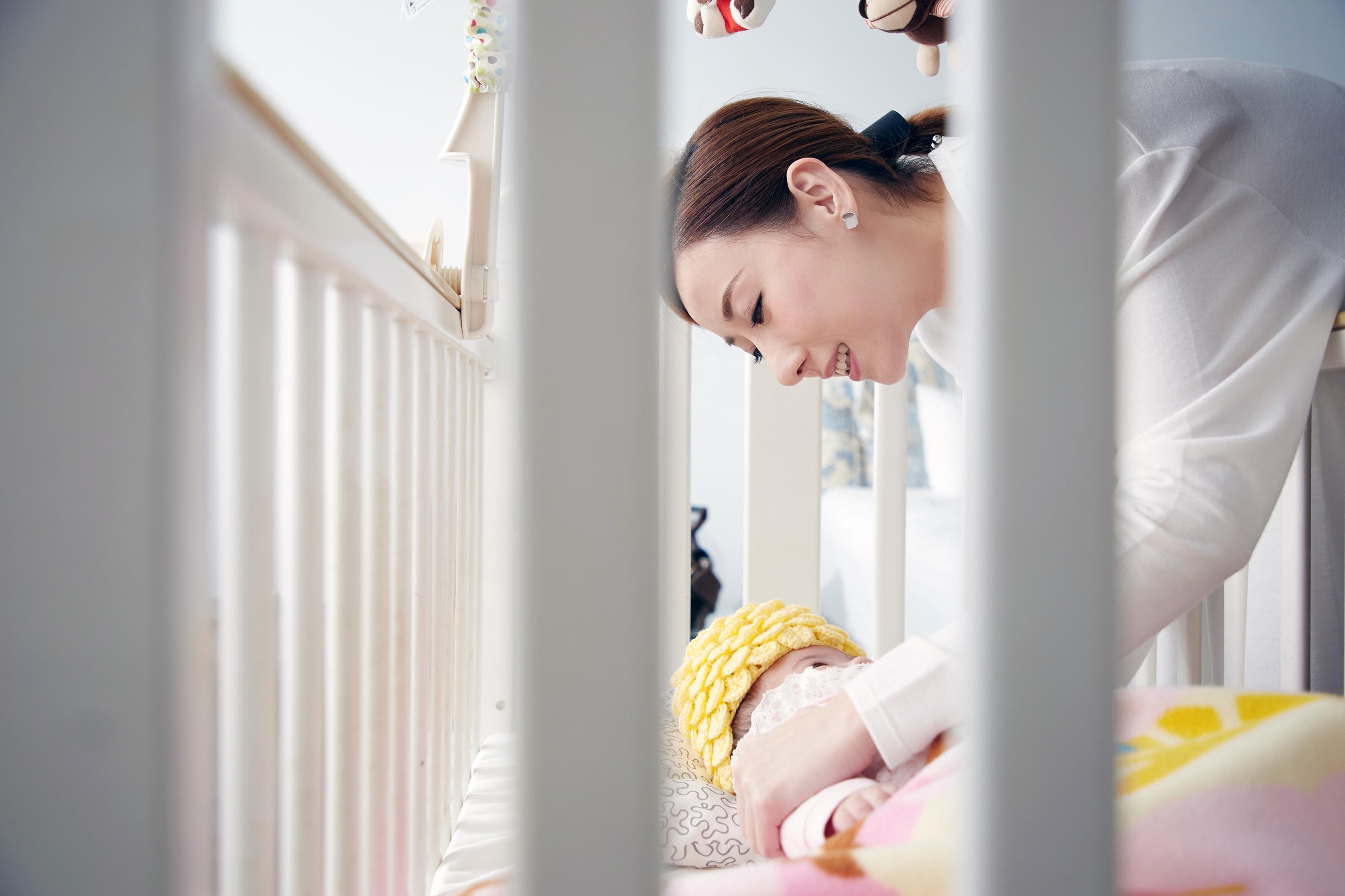 泳儿首次执导《摇篮曲》MV上线 感动母亲节