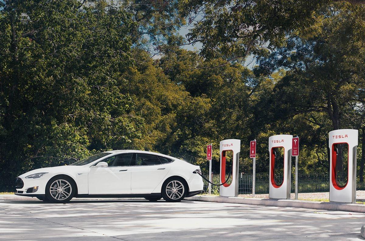 特斯拉充电站新规:不鼓励商用车充电 私家车优先