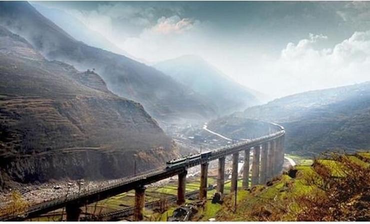 中国建的这条铁路震惊全球