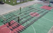 警方查获鳄鱼皮摆满篮球场