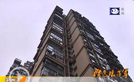 荆州一小区电梯进水停运 居民出行不便急盼恢复