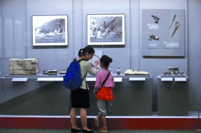 """中国国家博物馆""""馆藏开国元勋文物展""""在京开幕"""