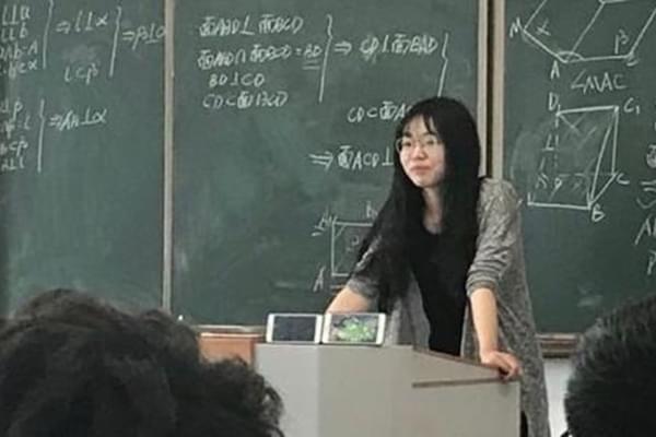 老师没收手机让学生看挂机被举报