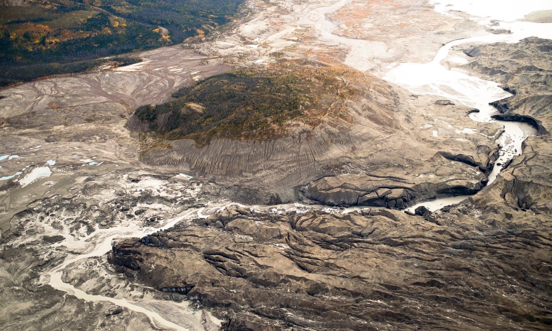 惊悚:气候变化导致加拿大一条大河瞬间消失