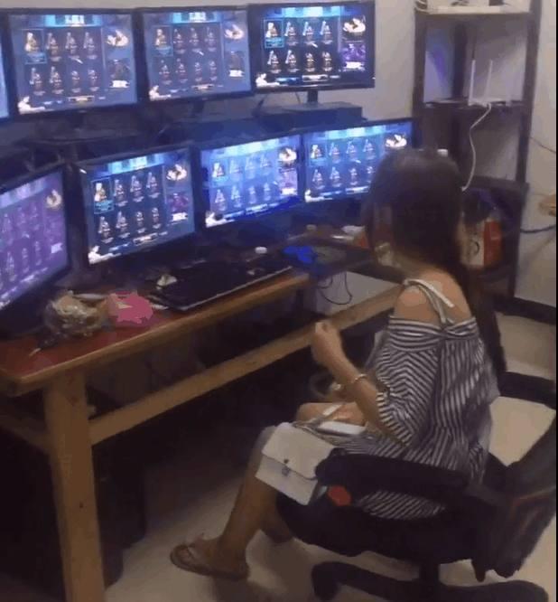 """DNF工作室全是女打手 长发飘飘""""搬砖""""同时游戏8开"""