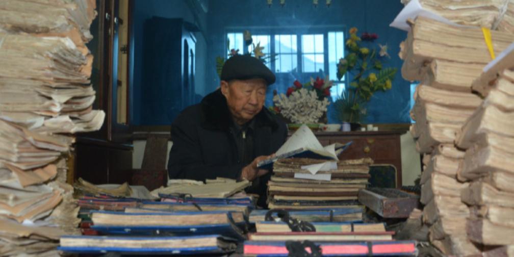 临漳:七旬老人保存老帐本510余册