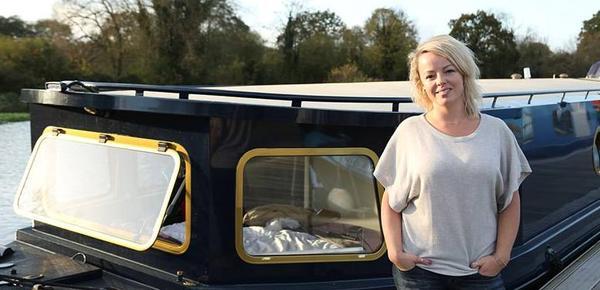 理想之家!英国女子斥资157万打造宽敞船屋