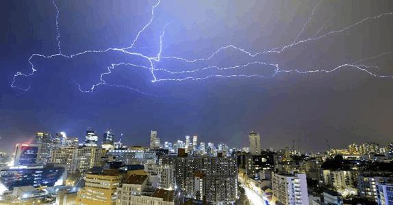 雷雨频发季节 航空延误险到底该不该买?