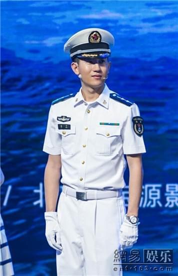 《深海利剑》发布会韩宇辰现场喊麦 笑哭赵宝刚