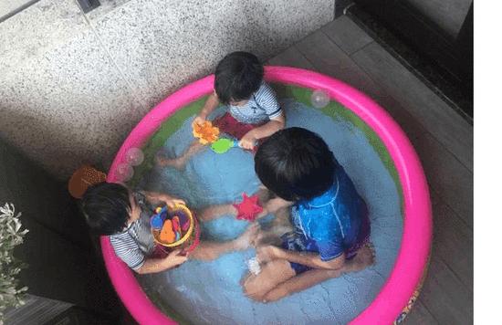 林志颖三子水中嬉戏 三兄弟和谐有爱幸福满满