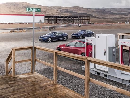 特斯拉打造自动充电方案 外部冷却/高速充电