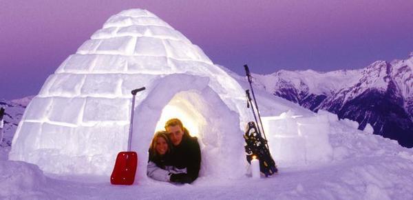 实拍全球特色冰雪酒店 冰屋看雪很浪漫