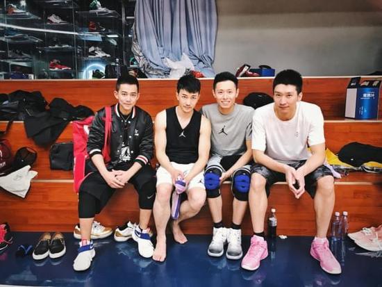 苏醒庆生组局打篮球 球友超级大牌居然有他