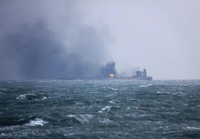 桑吉轮连烧7天 13.6万吨凝析油会不会污染东海?