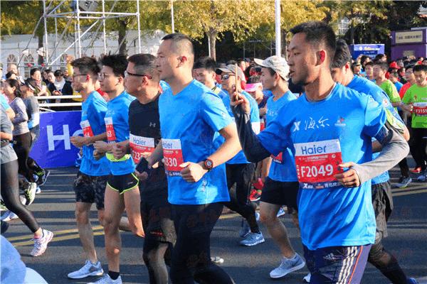 2017青岛马拉松鸣枪开跑 明年将实现全程直播
