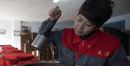 女子自强不息开办酿酒厂创业