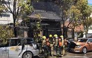 姜堰某别墅发生火灾 烧毁汽车三辆