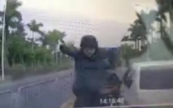 深圳宝马女司机被判全责 当着交警面扇的士司机耳光