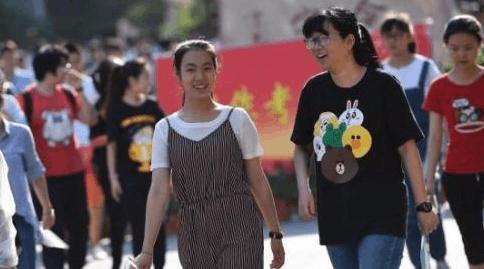 """恰同学少年 中国大学迎来""""00后""""新面孔"""