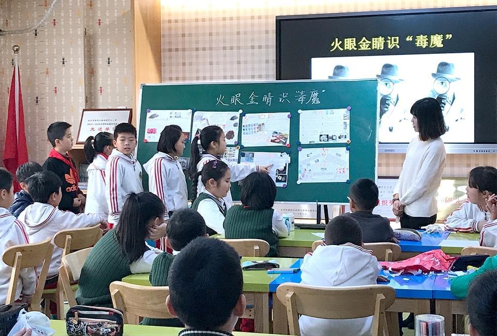 学生展示自己完成的作业