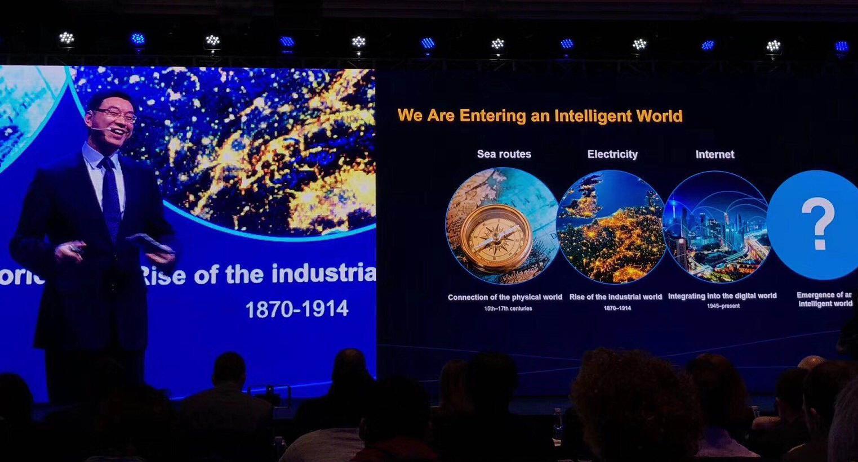 华为首发全球产业展望:2025年个人智能终端将达400亿