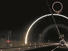 德化陶瓷点缀高速路 隧道设拱形反光环