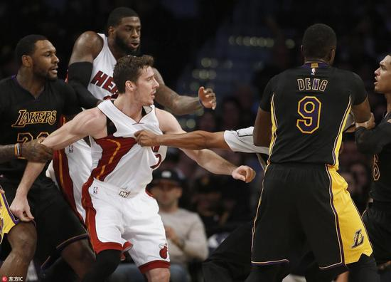 湖人Clarkson談與Dragic衝突:Kobe教我打架別把手放下(影)-Haters-黑特籃球NBA新聞影片圖片分享社區