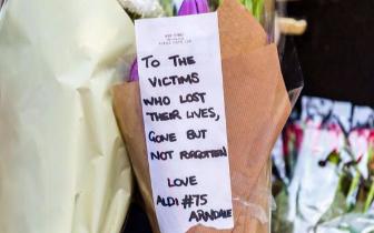 曼彻斯特恐袭一周年 A妹和英国民众为受害者祈祷