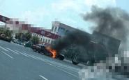 临城郭家路口两车相撞后起火 伴有爆炸声