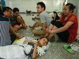 宁波地铁站现纳凉一族 有的光脚唠嗑有的席地而睡