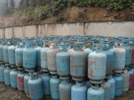 小店区集中报废处置415只液化气瓶