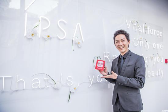 网易时尚专访国际知名彩妆师高木大辅