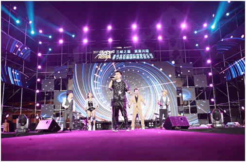 奉节首届国际露营音乐节开幕 百名老外组队避暑