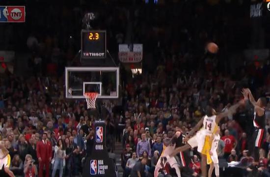 【影片】0.7秒準絕殺!Lillard大心臟超遠三分殺死比賽 這是他的時間!-籃球圈