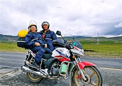 儿子带84岁母亲骑车游西藏 网友:孝顺还是冒险