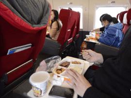 中国铁路将推出市场化改革措施 提升高铁餐饮水平