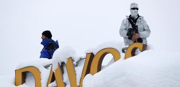 直击达沃斯论坛:狙击手雪中持枪待命