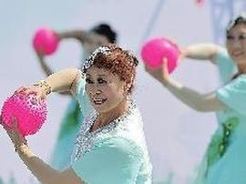 青岛市健身运动会开幕 健身广场舞比赛同时举行