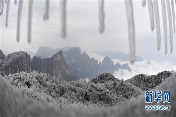 雾凇冰挂扮美张家界