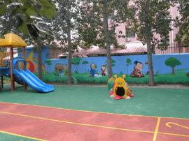 男童幼儿园内摔伤 园方被判赔8.8万