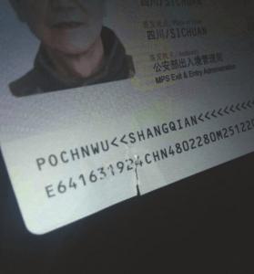 四川夫妇首次出国游 护照莫名损坏被遣返