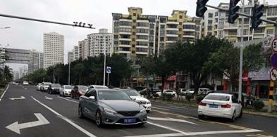 车主请注意!海口这条路的左转和掉头移至中间车道
