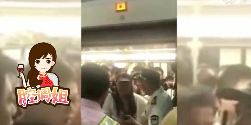 女子扒车门影响整条线 豪言拘留无所谓!