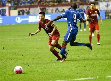 上海申花球星登巴巴腿部严重受伤