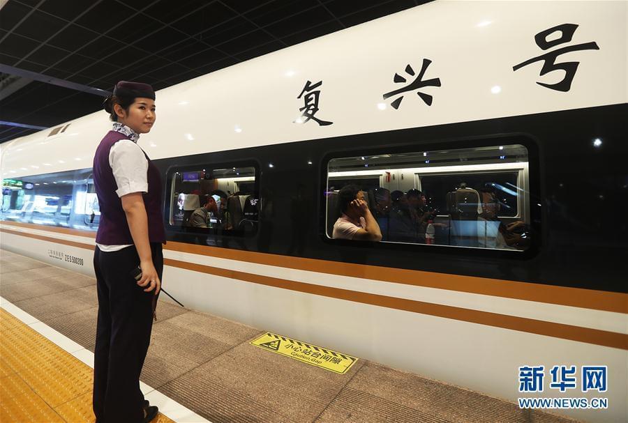 """350公里! """"复兴号""""开启中国高铁新时速"""