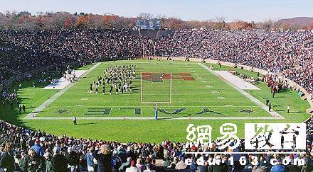 哈佛耶鲁百年橄榄球PK 被评最激烈大学体育对抗